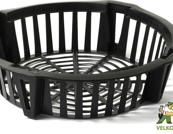 Košík na cibuloviny - 22 cm Popis:Košík na cibuloviny je určený k sázení a skladování cibulovin. Slouží také jako ochrana před hlodavci. Usnadňuje vyjmutí cibulovin z půdy a zamezuje jejich poškození rýčem.Materiál:plastBarva:černáRozměry:průměr: 22 cm