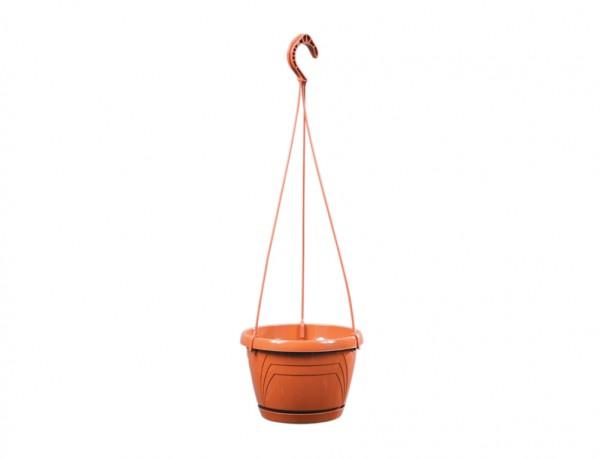 Květináč závěsný LOGATO 18 cm terakota Plastový lesklý závěsný květník s podmiskou. Na květníku jsou vylisovány od horního k dolnímu okraji trojúhelníky. Hodí se k zavěšení s vysazenými převislými rostlinami. Rozměry: d. 18 x 13cm.