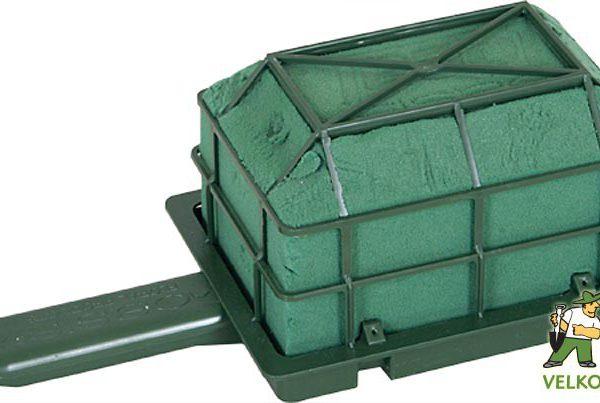 Florex - držák na kytici mini Popis:Aranžovací hmota vysoké kvality pro živé rostliny v plastovém držáku s úchyty a mřížkou.Rozměr:délka florexu: 12 cm šířka florexu: 8 cm výška florexu: 8 cm délka držáku: 14 cm šířka držáku: 10 cm výška držáku: 8 cm délka úchytu: 10 cm Barva:tmavě zelená