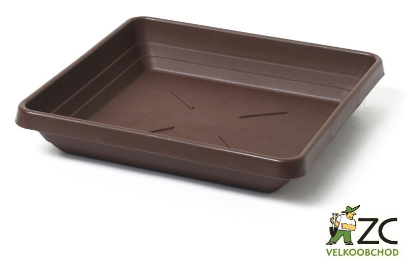Miska Lotos 18 x 18 cm čokoládová Popis:Čtyřhranná plastová miska v matném provedení vhodná pod květináč Begonia.Materiál:plastBarva:čokoládováRozměry:rozměr: 15 x 15 cmvýška: 2