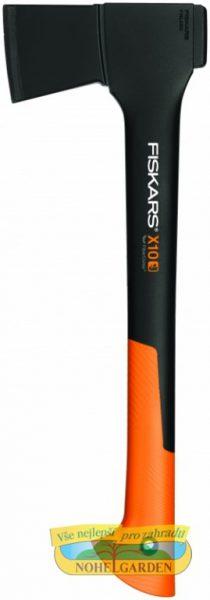 Sekera FISKARS X10 univerzální pro chataře Univerzální X10 sekera je vhodná pro tesařské a stavební práce. Lehké topůrko je vyrobeno z kompozitního materiálu FiberComp